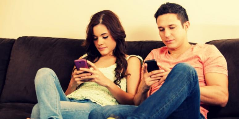 couple on cell phones