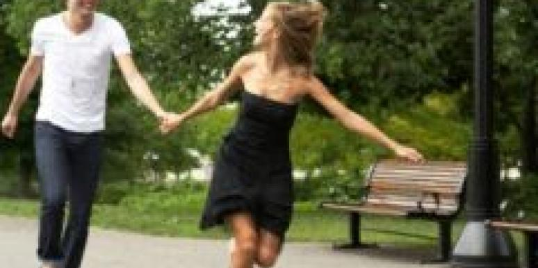 couple running through the park