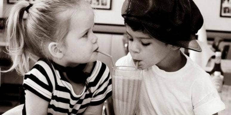 Kids sharing a mikshake