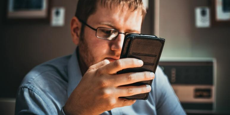 How To Make Him Ditch His Cell Phone For One Night, Per Astrology