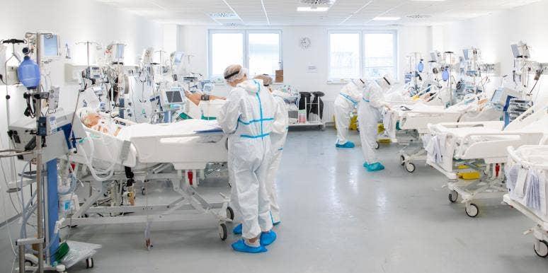 Doctors Treat Covid Patients