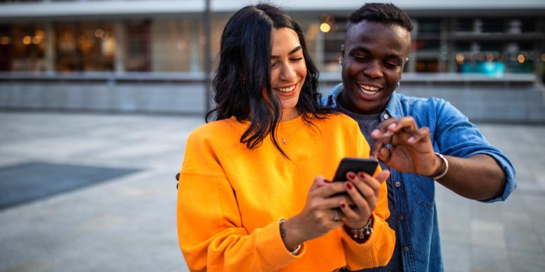 """The 20 """"Golden Rules"""" Of Using Technology In A Relationship"""