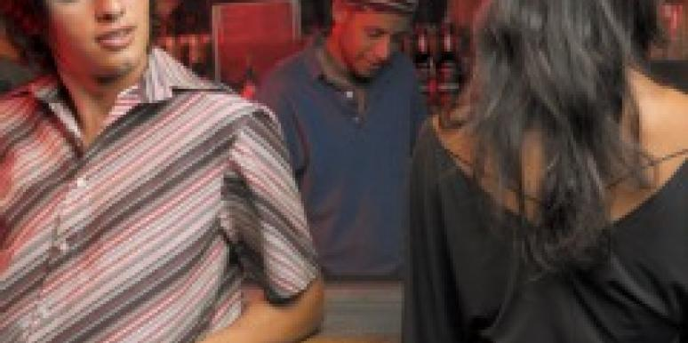 guy picks up girl at bar flirting