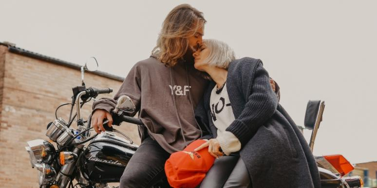 How To Get A Guy To Like You And Make Him Fall In Love With