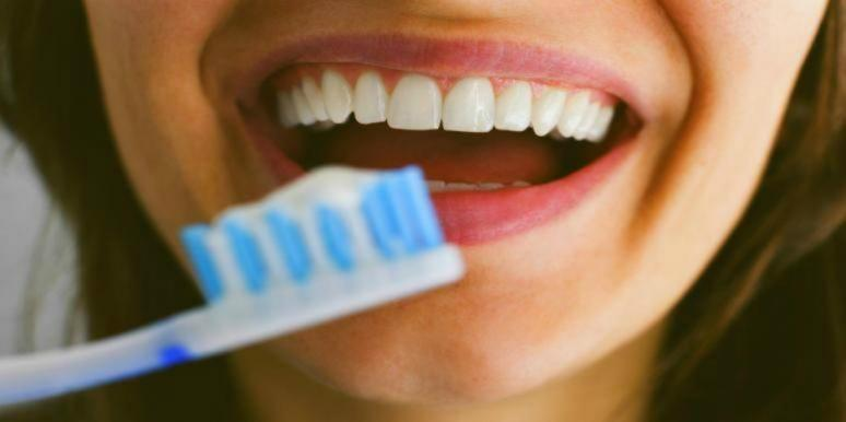 How To Keep Your Teeth Healthy & White Without Seeing A Dentist