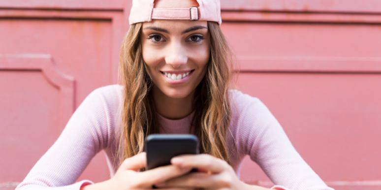 How To Text A Guy To Keep Him Interested (By Texting Like A Dude)