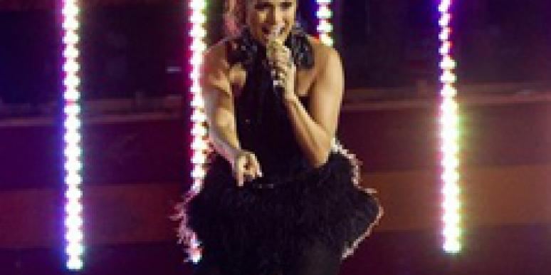 """Jennifer Lopez Cries On Stage During """"Last Song About Love"""""""