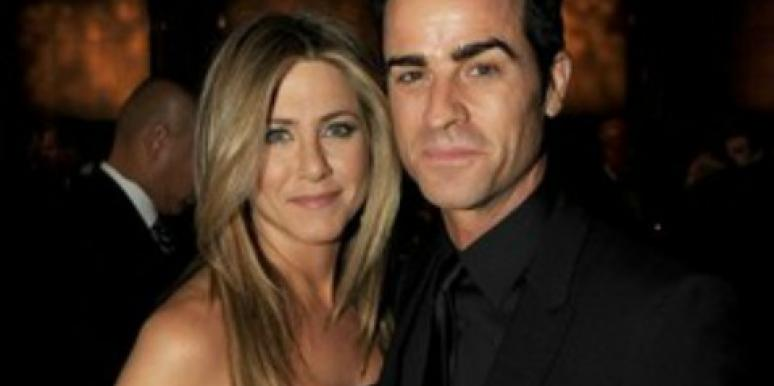 "Justin Theroux ""Happy"" With Jennifer Aniston & Their New Puppy!"