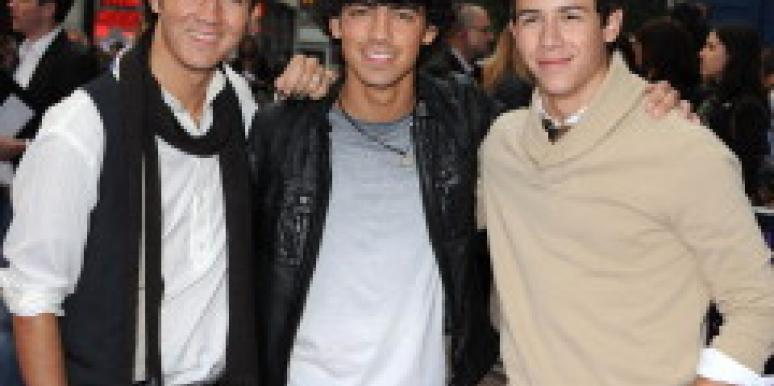 Jonas Brothers pose for a picture