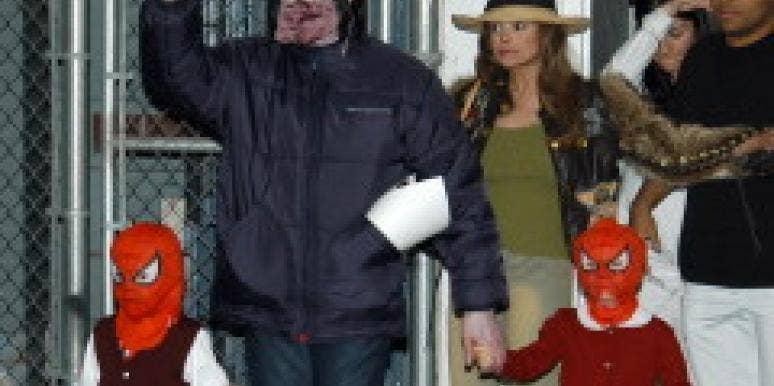 Debbie Rowe wants custody
