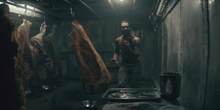 """Adam Levine with meat in the Maroon 5 """"Animals"""" video"""