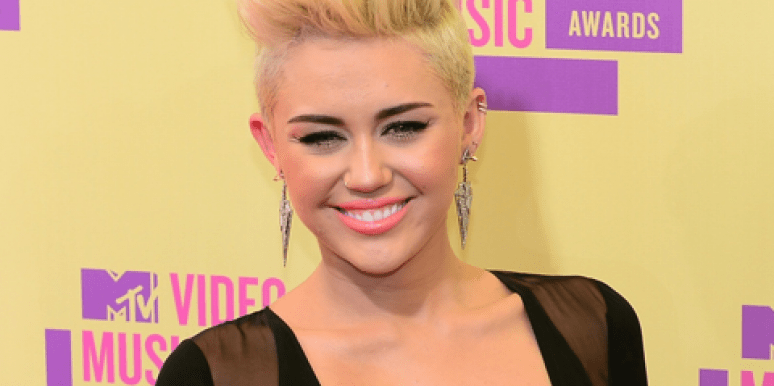Celebrity Sex: Miley Cyrus Goes Nude