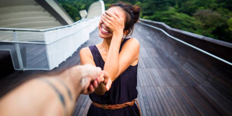 3 Differences Between Having A New Relationship That's Private Vs. One That's Secretive