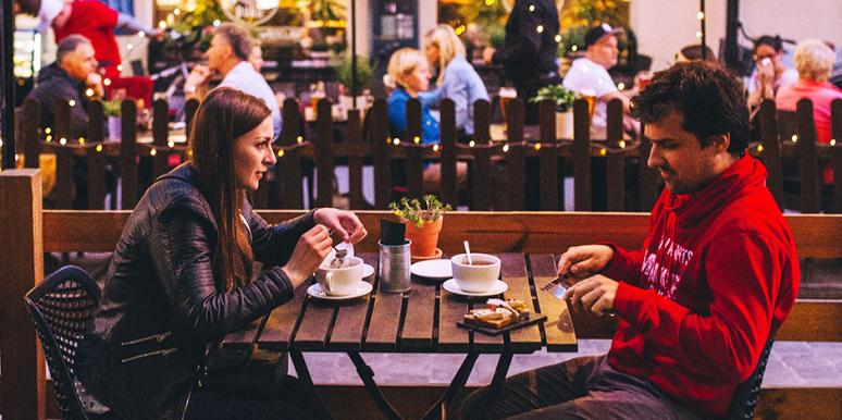 8 Red Flags To Watch For On Your First Date That Indicate