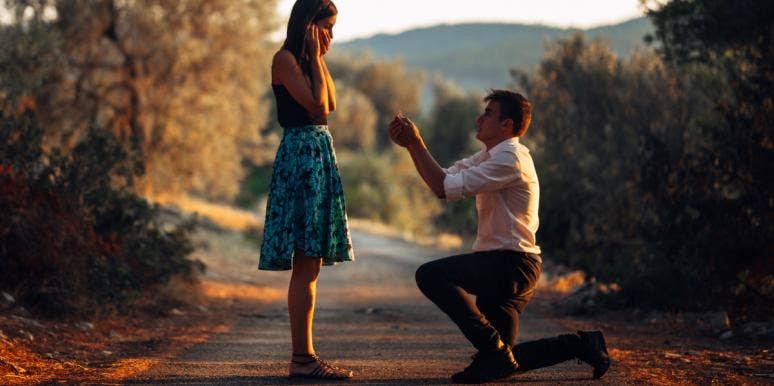 man proposing on propose day
