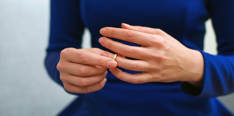 The Weird Reason One In Three Women Are Removing Their Wedding Rings