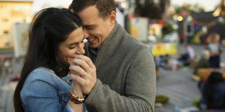 20 Aphrodisiac Smells & Fragrances That Turn Men On