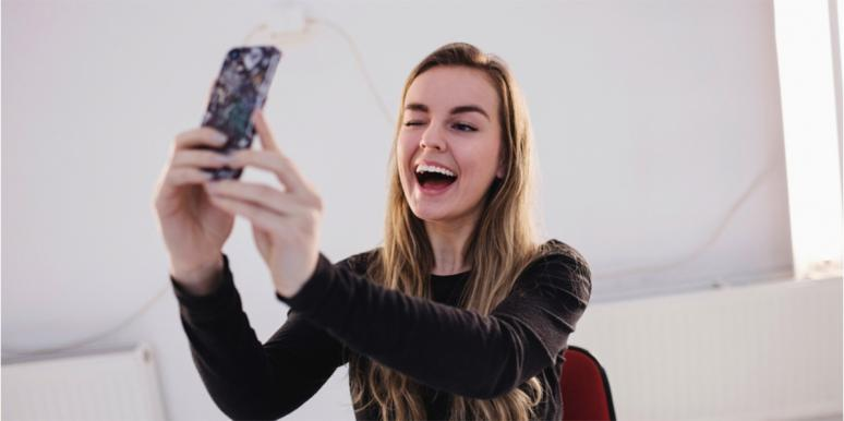 The Odd Effect Selfies Have On Your Chances Of Falling In Love