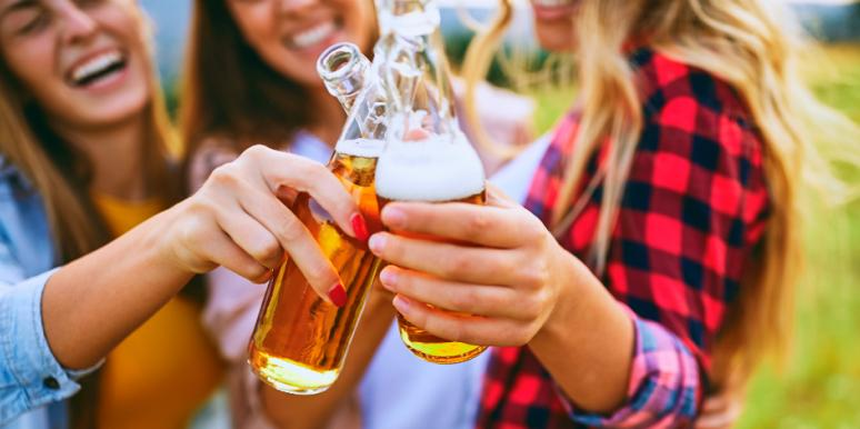 7 Things You Should Know Before Loving A Lady Who Drinks Beer