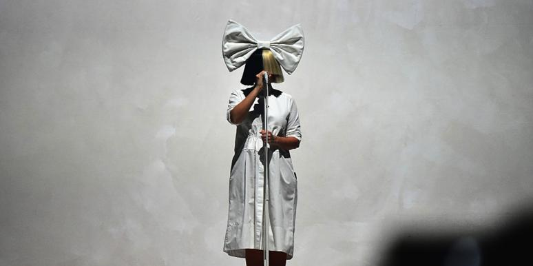 What Does Sia's Face Look Like?