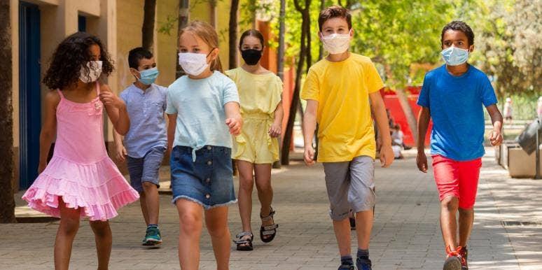 school kids walking while wearing masks