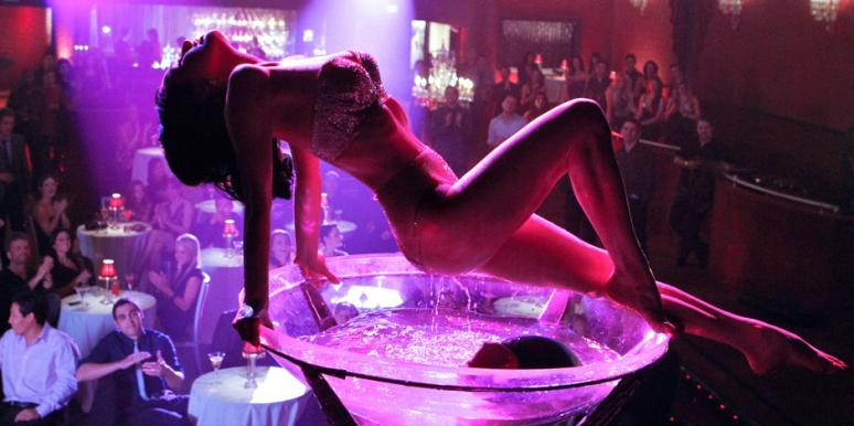 stripper-main-stage-and-shower-live-women