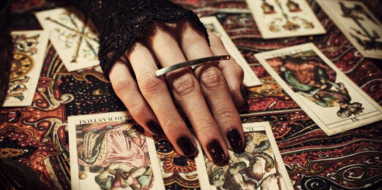 The Best Beginner's Guide For How To Read Tarot Cards