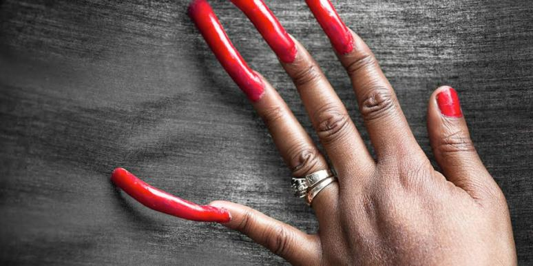 Photos Of The Woman Who Hasn't Cut Her Nails In 3 Years