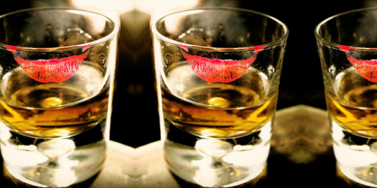 7 Reasons To Fall In Love With A Girl Who Drinks Whiskey