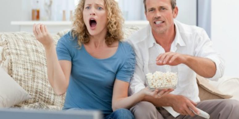 How To Enjoy Watching Sports With Your Man [VIDEO]
