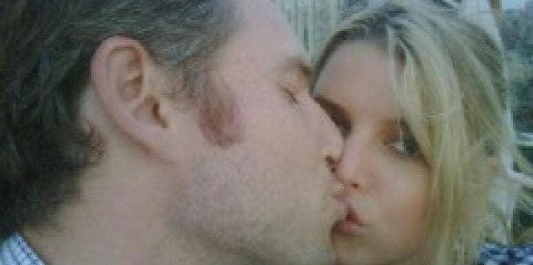 Jessica Simpson Twitter Kiss
