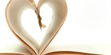 Erotica:7 Romance Novels with Super Awkward Animals On The Cover