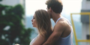 Signs Of A Toxic Relationship & Red Flags That It's Unhealthy For You