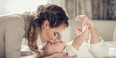 mom kissing baby on forehead
