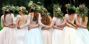 Record-Setting Bride Has Over 100 Bridesmaids