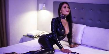 4 Things I Learned From Dating A Dominatrix