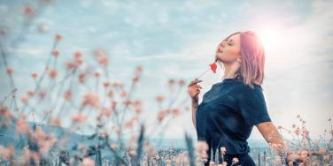 How To Love Yourself And Raise Your Self Esteem By Stopping Negative Thoughts & Silencing Your Inner Critic