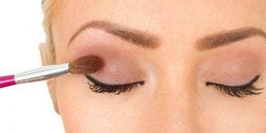 girl applying eyeshadow