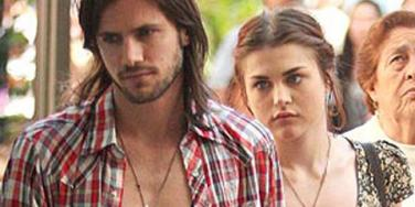 Frances Bean Cobain: Engaged To A Kurt Cobain Look-Alike?