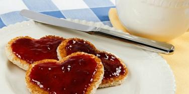 heart toast jam coffee