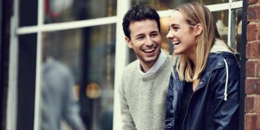 How To Get A Girl To Like You Using 7 Flirting Tips & Conversation Starters
