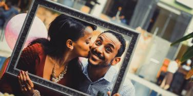 15 Easy Ways To Be Way More Romantic