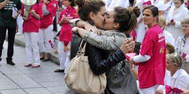 lesbian protest kiss marseille france gay marriage