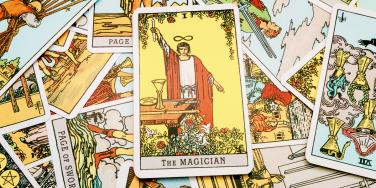 The Magician Tarot Card Meanings: Upright, Reversed & In Love