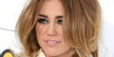 Miley Cyrus nose ring