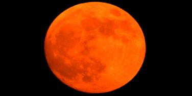 the moon in red