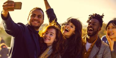 How The Zodiac Signs Make New Friends