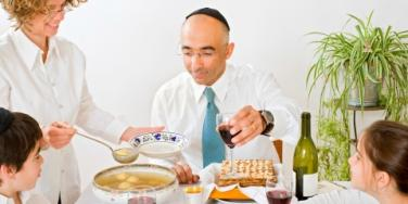 Dating Coach: Finding A Relationship During Passover Seder