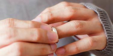 What's A Promise Ring — And Should You Wear One?