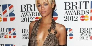 """Rihanna Claims Her Collaboration With Chris Brown Is """"Innocent"""""""